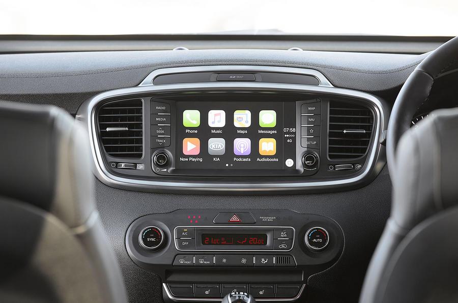 Kia Sorento 2018 road test review infotainment Apple CarPlay
