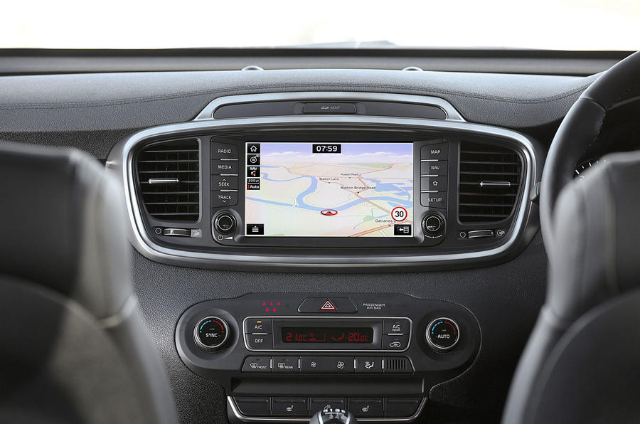 Kia Sorento 2018 road test review infotainment satnav