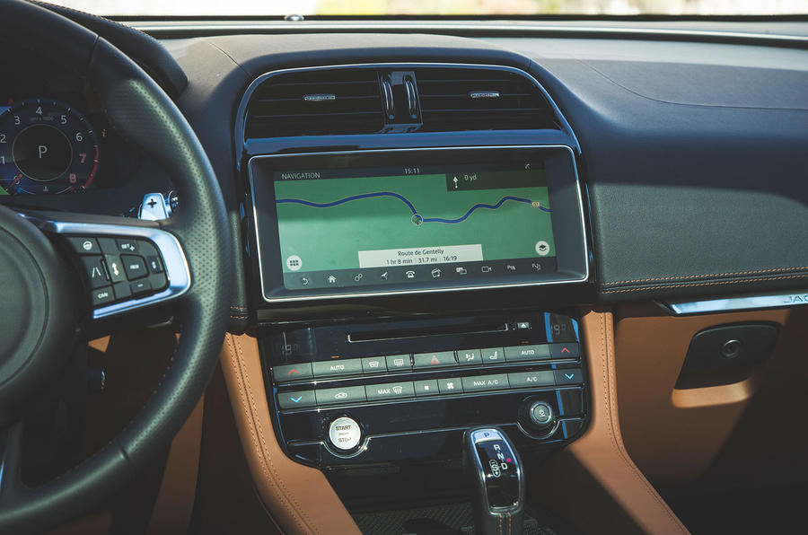 Jaguar F-Pace SVR 2019 first drive review - infotainment