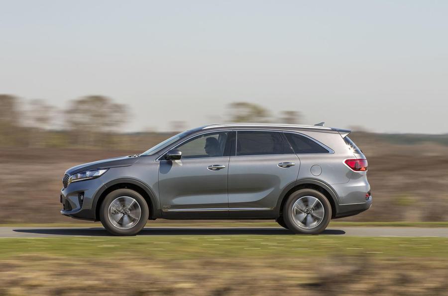 Kia Sorento 2018 road test review on the road left