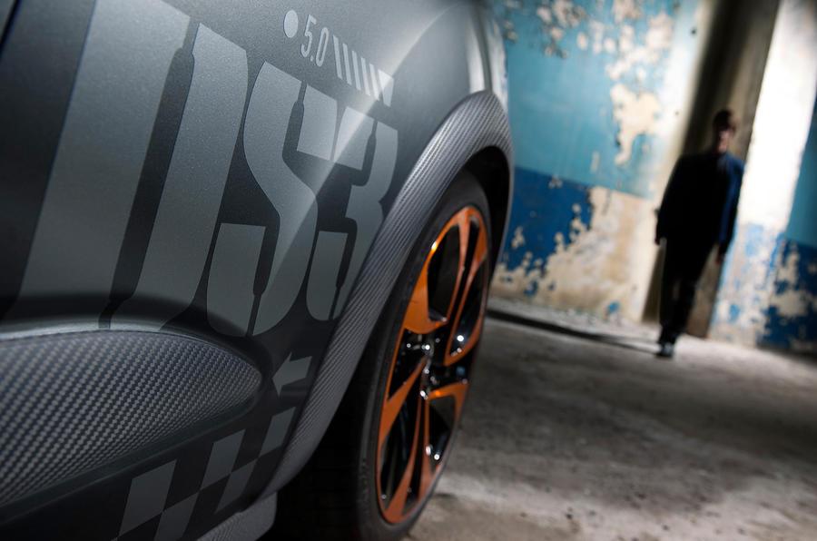 DS3 Racing orange alloy wheels