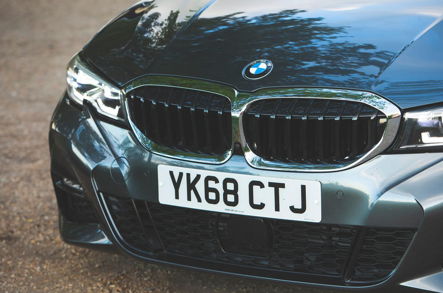 BMW 3 Series 320d 2019 Road Test review - kidney grille