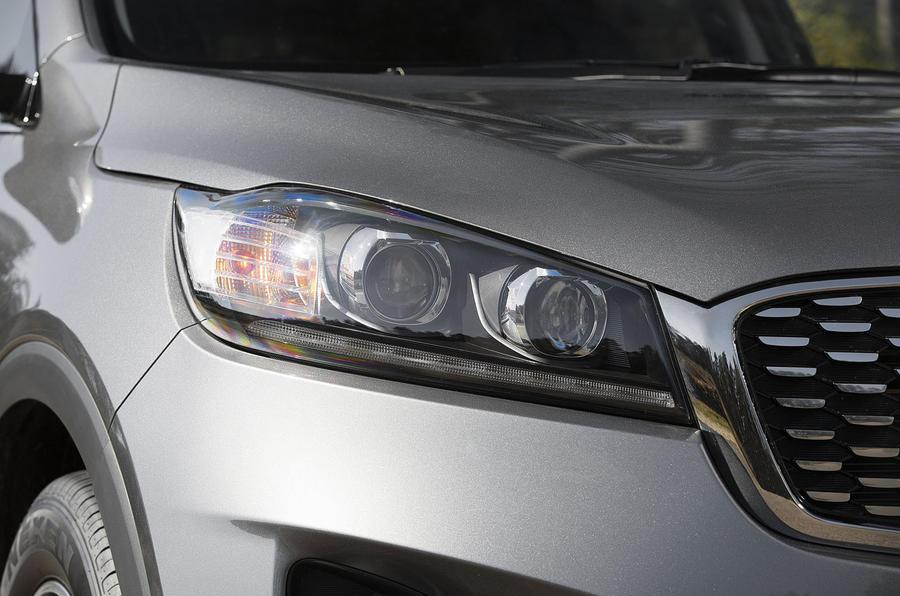 Kia Sorento 2018 road test review headlights