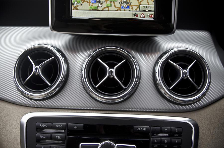 Mercedes-Benz GLA air vents