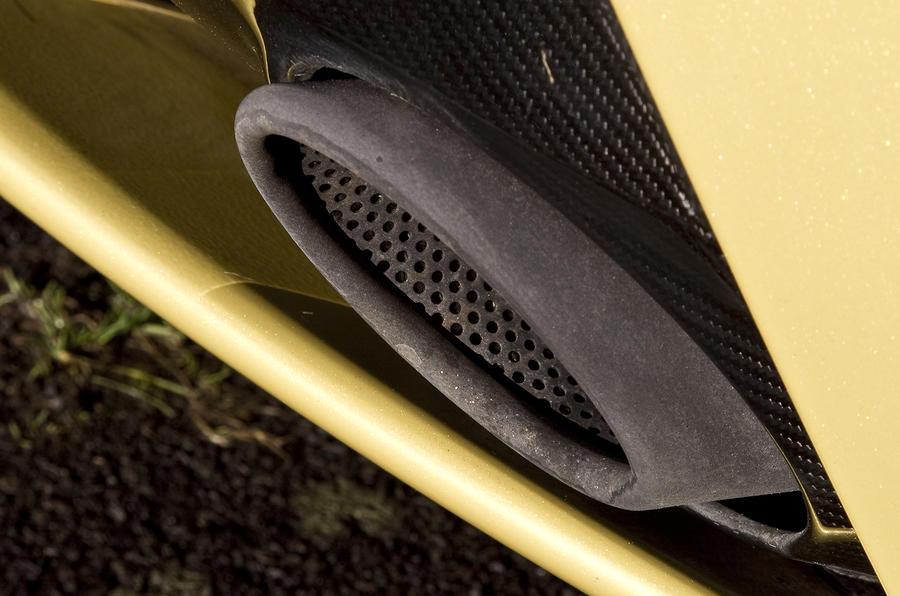 V12 Vantage S's exhaust pipe