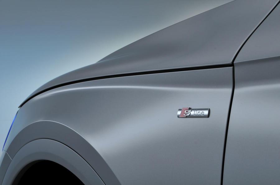 Audi Q5 body crease