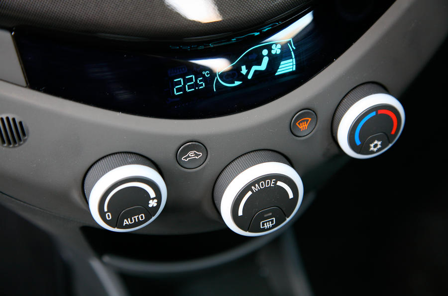 Chevrolet Spark climate control switchgear