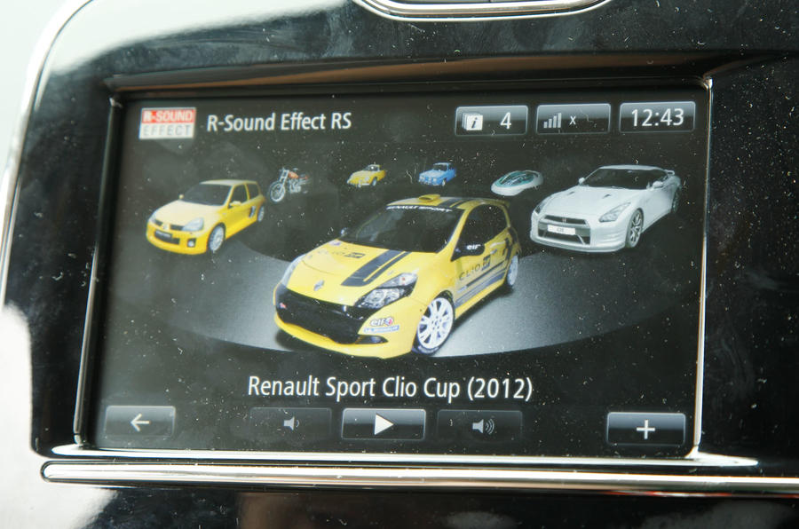 Renault Clio RS infotainment system