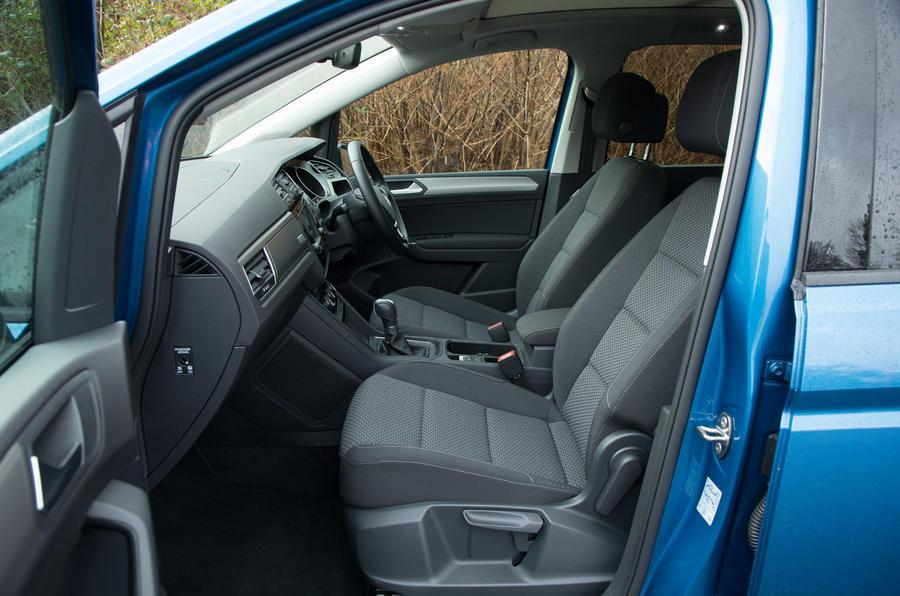 Volkswagen Touran front seats
