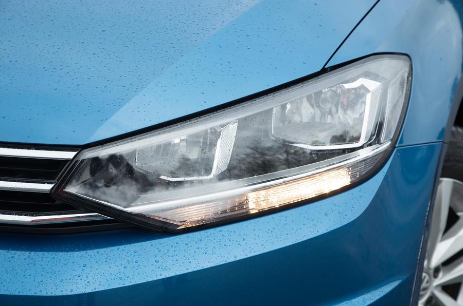 Volkswagen Touran headlight