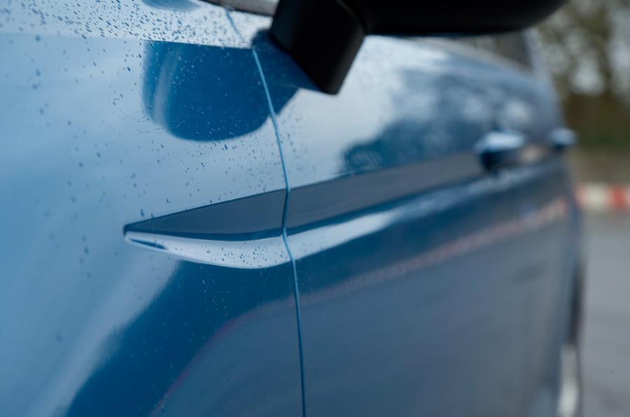 Volkswagen Touran side grooves
