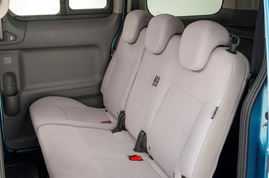 Nissan e-NV200 middle row seats