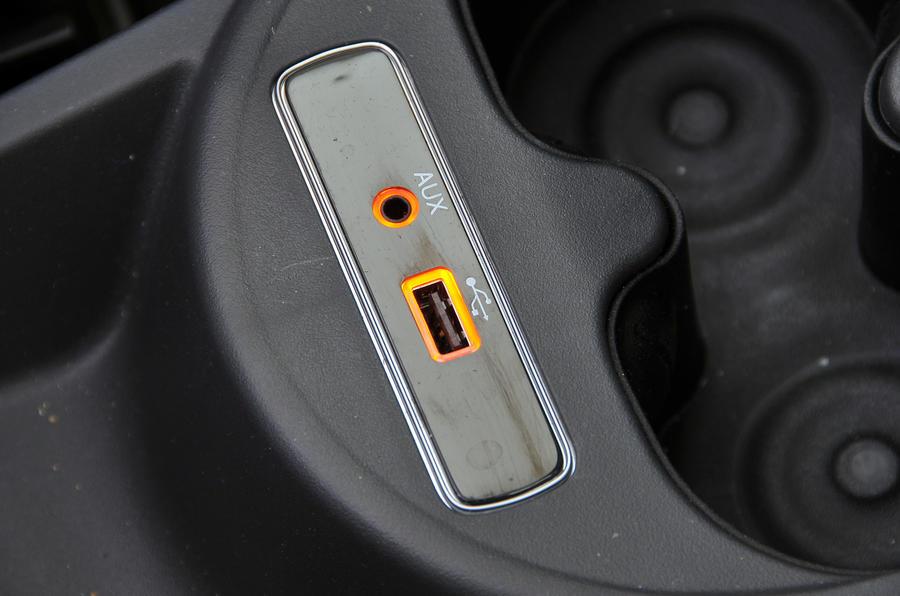 Fiat 500 multimedia ports