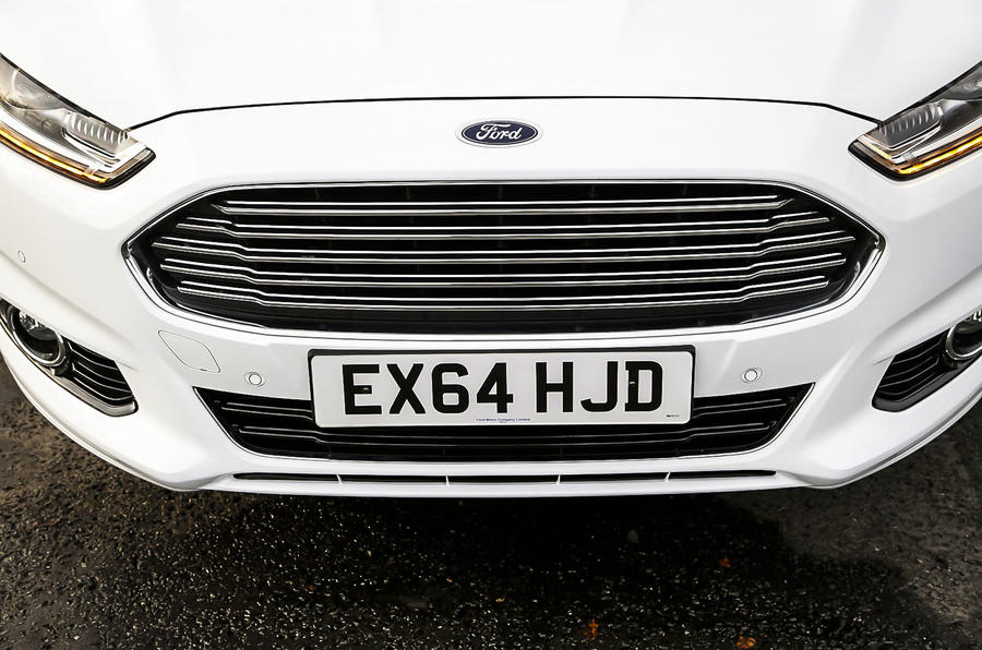 Ford Mondeo chrome front grille