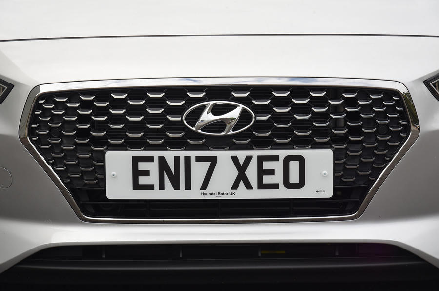 Hyundai i30 front grille