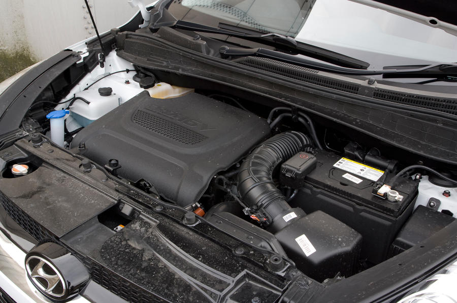 Hyundai ix35 diesel engine bay