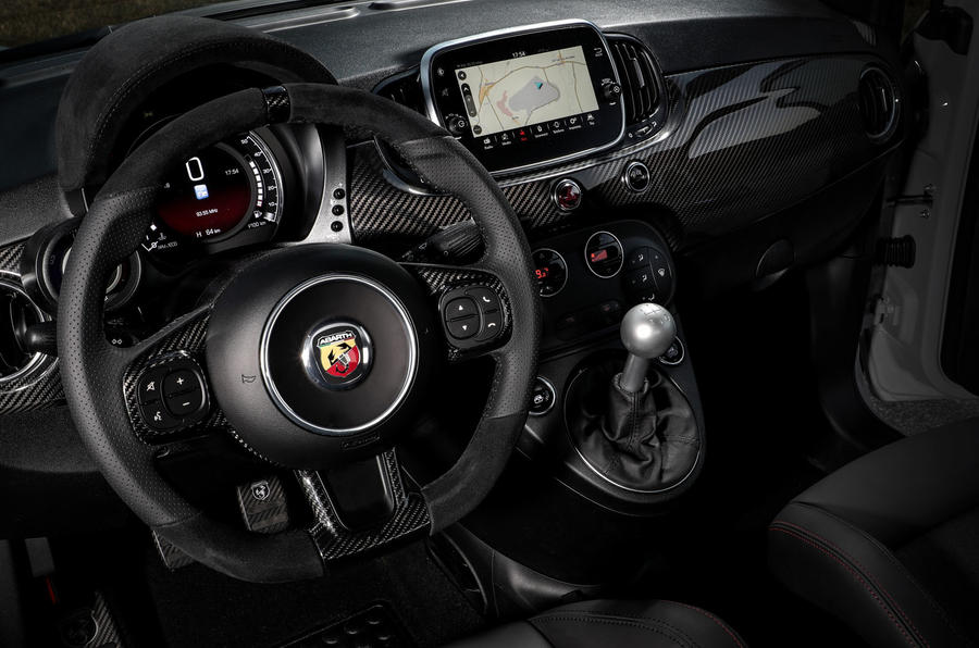 Abarth 595 Essesse 2019 first drive review - steering wheel