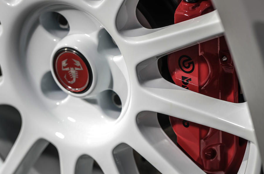 Abarth 595 Essesse 2019 first drive review - brake calipers