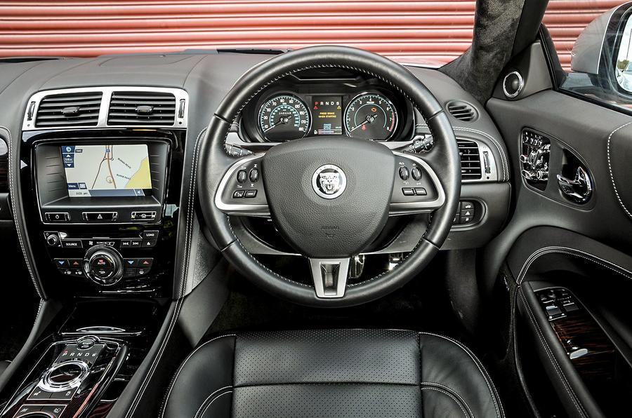 Jaguar XK dashboard
