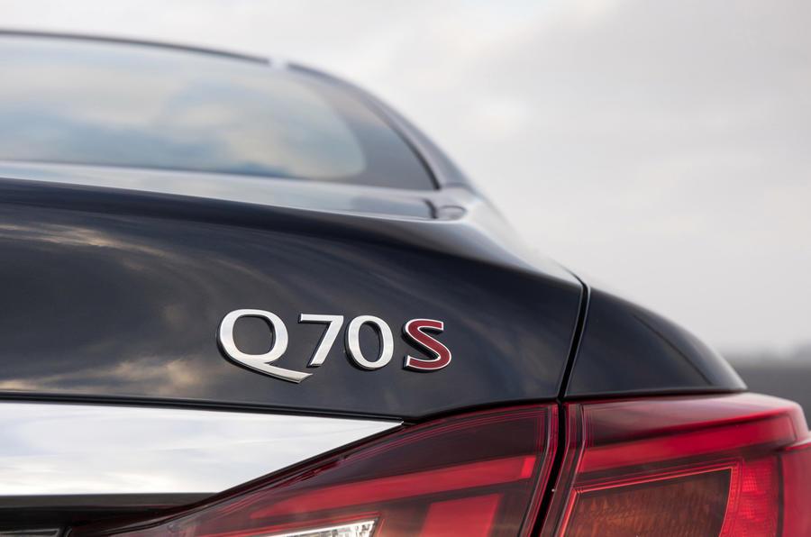 Infiniti Q70 badging
