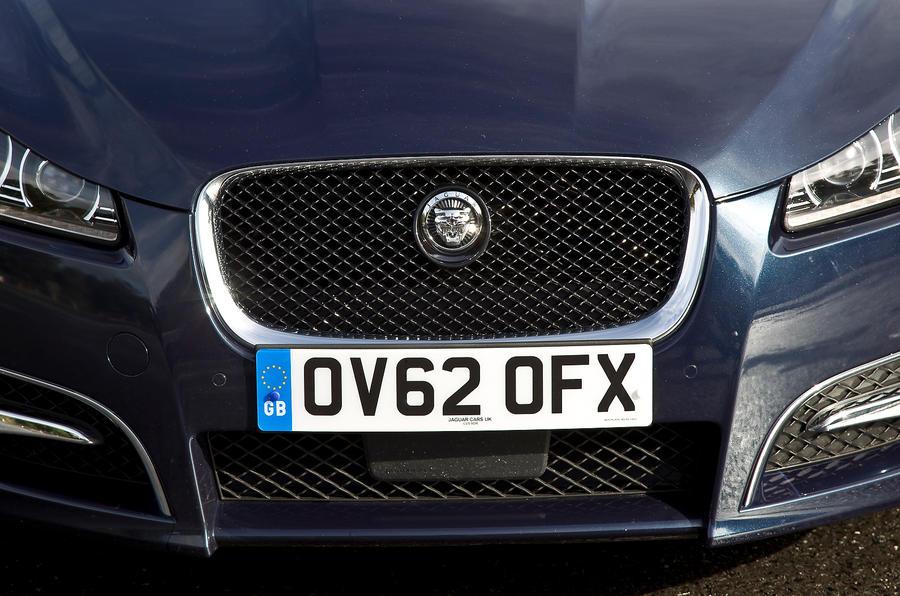 Jaguar XF Sportbrake front grille