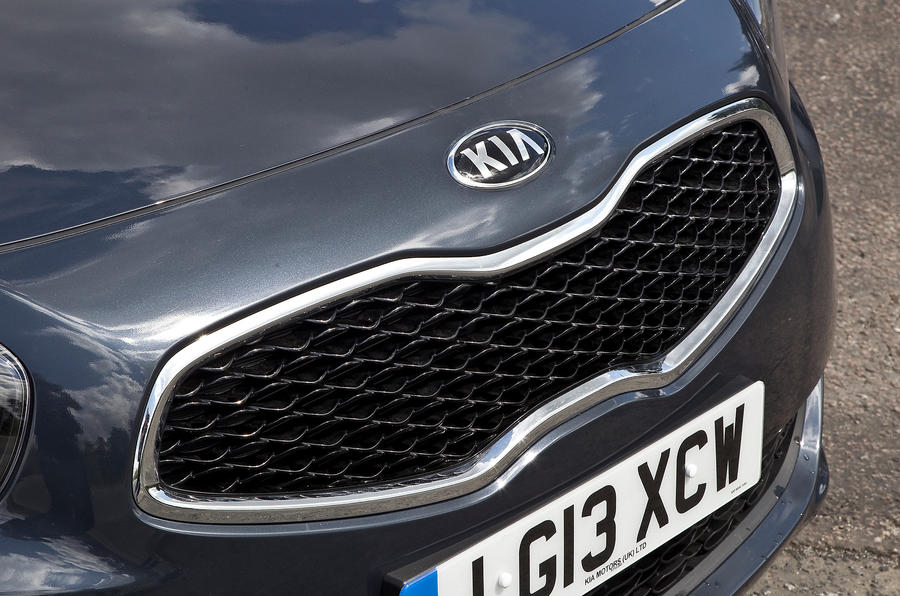 Kia Carens front grille