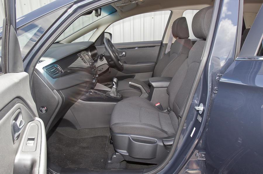 Kia Carens front seats