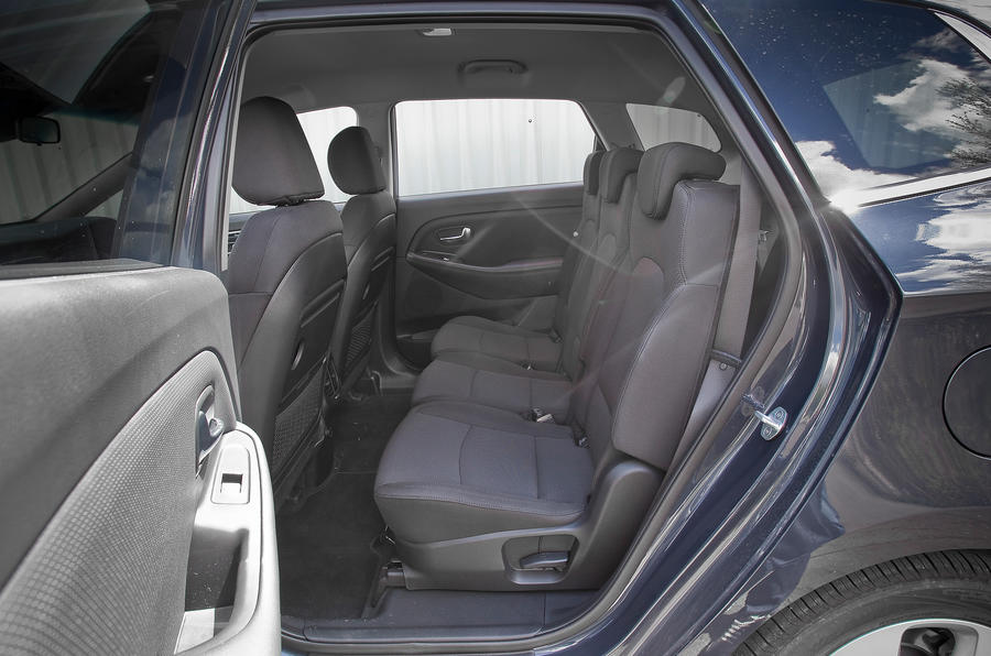 Kia Carens rear seats
