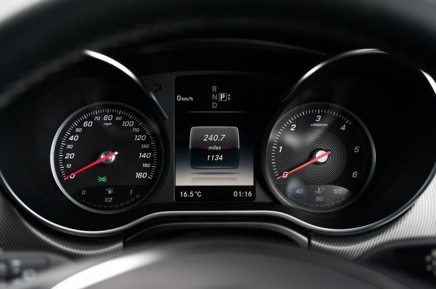 Mercedes-Benz V-Class instrument cluster