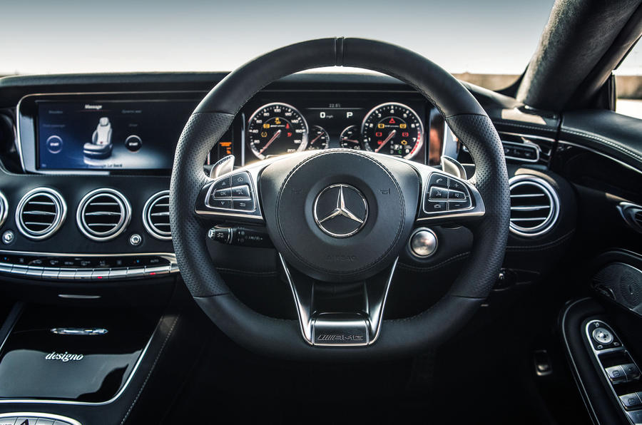 Mercedes-AMG S 63 Coupé steering wheel