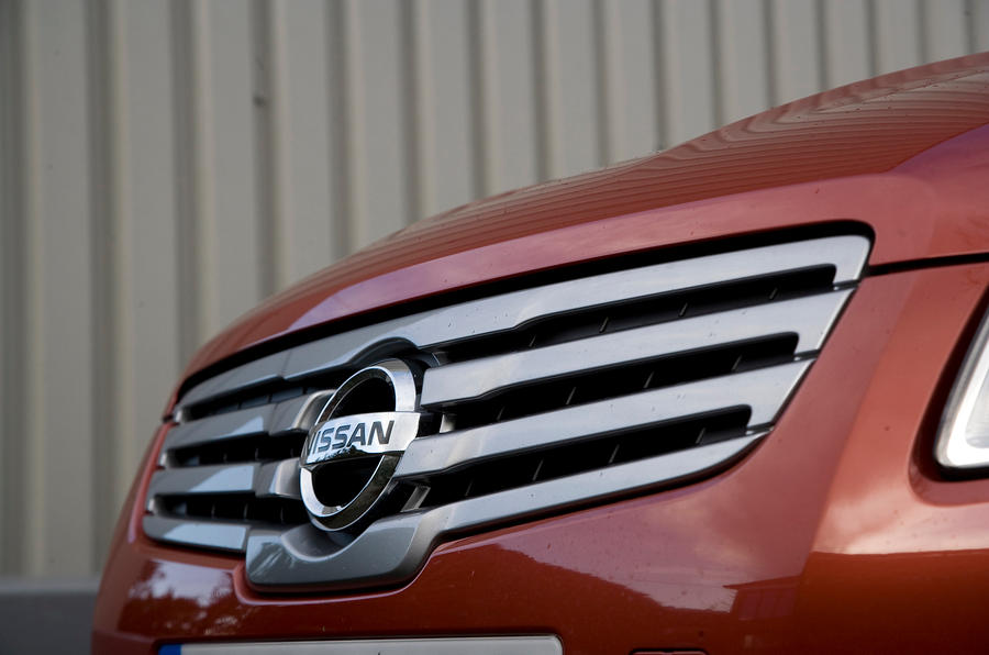Nissan Qashqai front grille