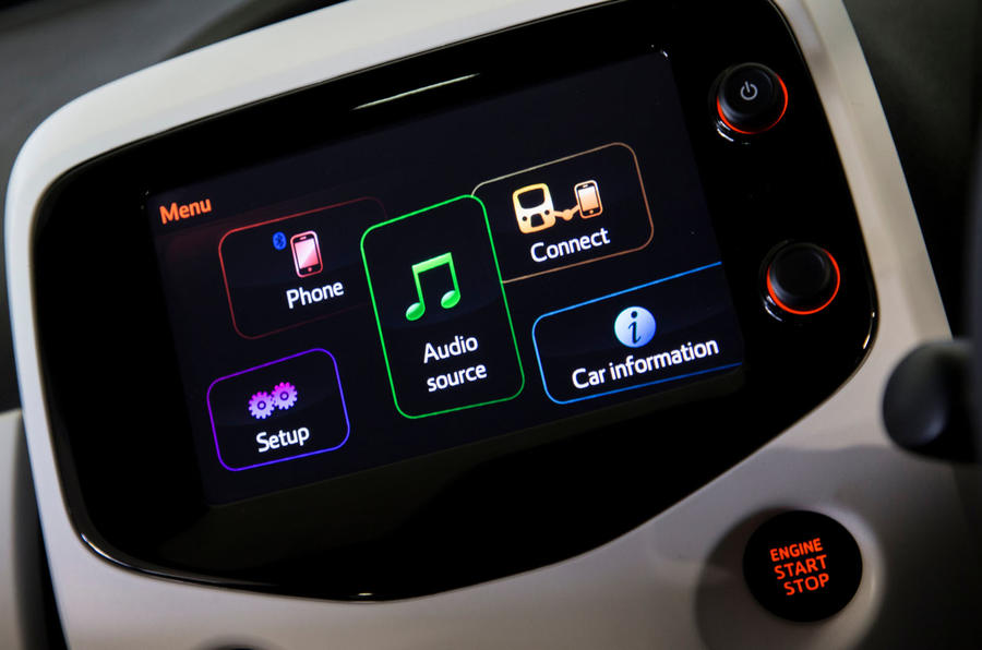 Peugeot 108 infotainment system