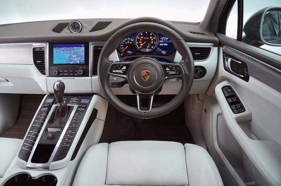 Porsche Macan Turbo dashboard
