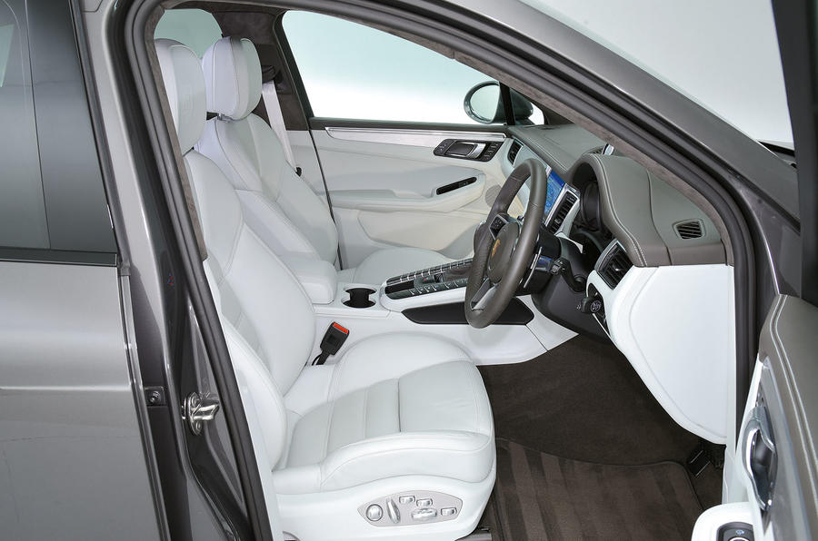 Porsche Macan Turbo interior