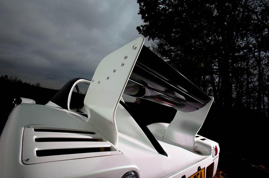 Radical SR3 adjustable rear wing
