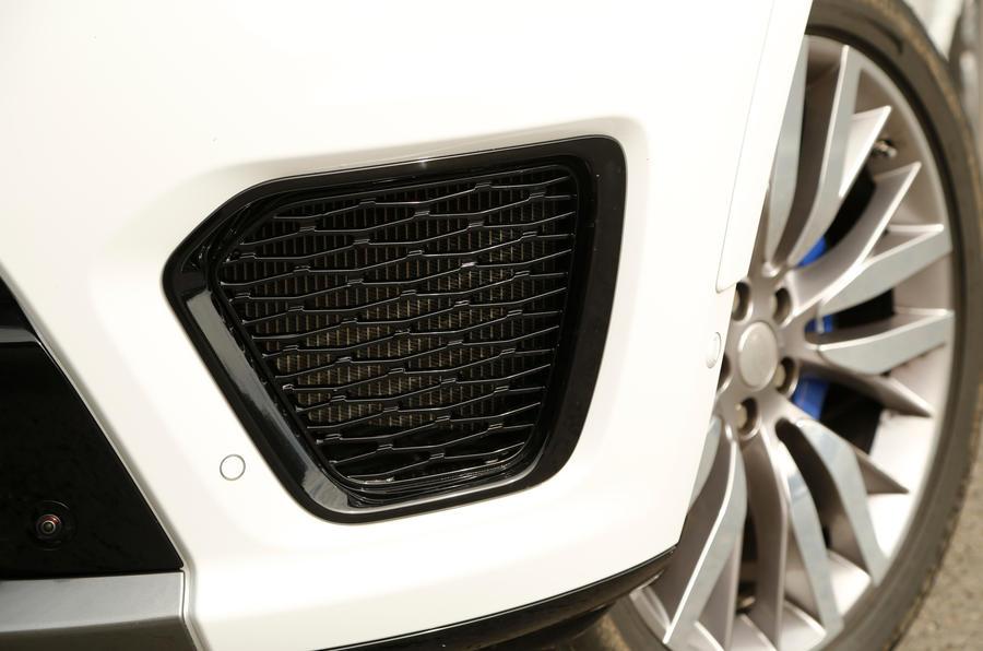 Range Rover SVR front air intake