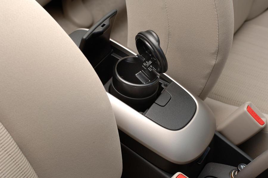 Toyota Auris cupholder