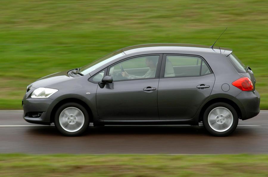 Toyota Auris side profile