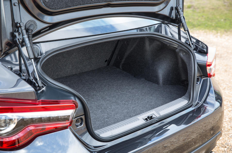 Toyota GT86 boot space