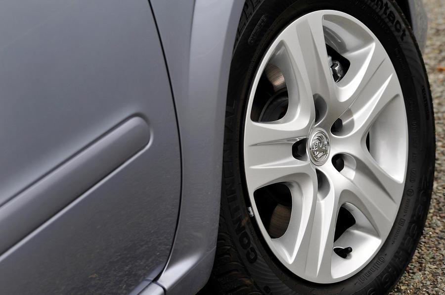 15in Vauxhall Zafira alloy wheels