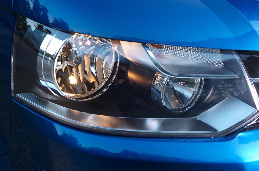 Volkswagen Caravelle headlight