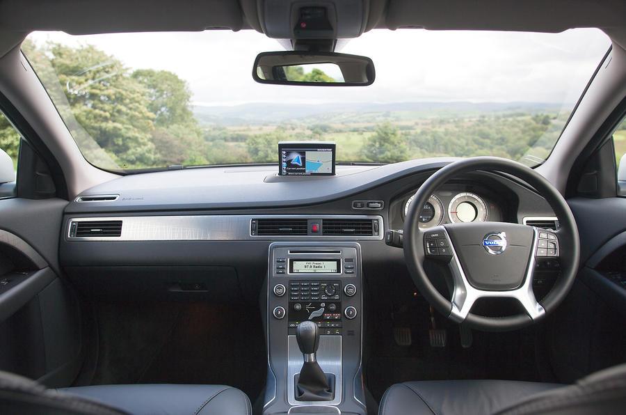Volvo XC70 dashboard